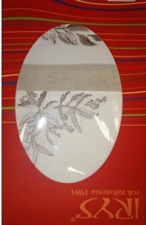 Новогодняя скатерть белая с вышивкой Свечи