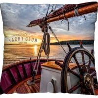 Декоративная диванная подушка На яхте